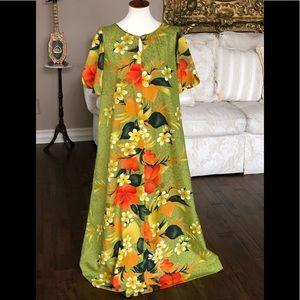 Vintage Hawaiian sz 10 caftan floral resort wear